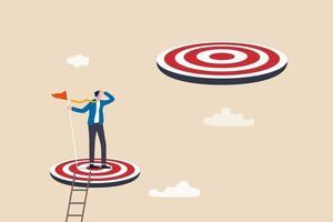 realização do desafio ou meta superior, o caminho a seguir ou próximo nível, objetivo de negócio maior ou conceito de aspiração, empresário de sucesso subir a escada alcançando a meta e procurando o próximo passo maior. vetor