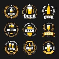 conjunto de crachá do dia internacional da cerveja vetor