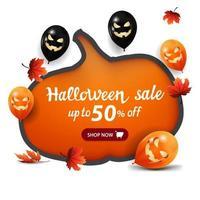 promoção de halloween, desconto de até 50, banner branco com uma enorme abóbora esculpida em papel, balões de halloween e folhas de outono vetor