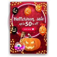 liquidação de halloween, desconto de até 50, banner vermelho de desconto vertical com design brilhante, balões de halloween, folhas de outono, jack de abóbora e poção de bruxa vetor