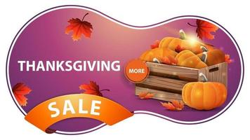 Venda de ação de graças, banner rosa da web com desconto com caixas de madeira de abóboras maduras e folhas de outono vetor