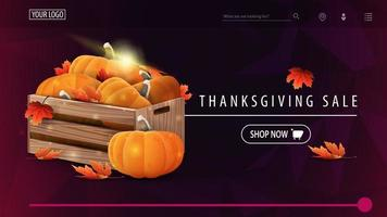 liquidação de ação de graças, banner de desconto roxo com textura poligonal, caixas de madeira com abóboras maduras e folhas de outono vetor