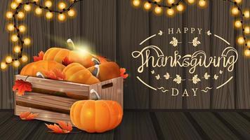 feliz ação de graças, cartão postal de saudação criativo com belo logotipo, fundo de madeira e caixas de madeira de abóboras maduras e folhas de outono vetor
