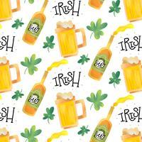 Padrão irlandês bonito com cerveja, caneca, trevo e letras vetor