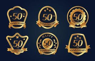 distintivo de aniversário dourado brilhante com várias formas vetor