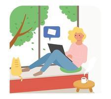 uma garota está sentada perto da janela e enviando um e-mail em seu laptop. um gato ao lado dela está olhando pela janela. vetor