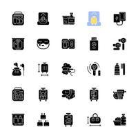 objetos de tamanho de viagem ícones de glifo preto definidos no espaço em branco. material portátil para passageiros de vôo. coisas essenciais para o conforto do turista. símbolos de silhueta. ilustração isolada do vetor
