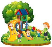 Mãe crianças, em, pátio recreio vetor
