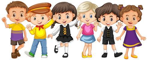 Muitas crianças com cara feliz