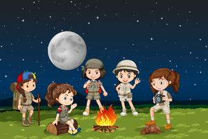 Crianças, ao redor, acampamento, fogo vetor