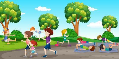 Pessoas se exercitando no parque vetor