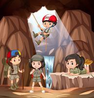 Menino, e, menina, scout, explorar, a, caverna vetor