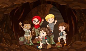 Um grupo de crianças interacionais na caverna vetor