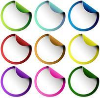 Conjunto de adesivos redondos coloridos vetor