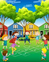 Crianças brincando de amarelinha no quintal