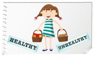Cesta com comida saudável e insalubre