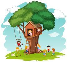 Crianças, em, casa árvore vetor
