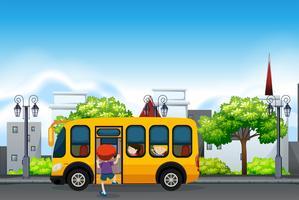 Crianças em um ônibus escolar amarelo vetor