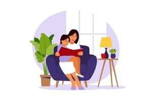 mãe lendo para a filha sentada no sofá com o livro. vetor