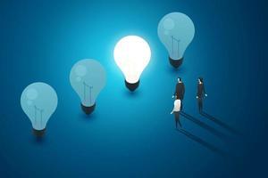lâmpadas grupo de fundo azul de empresários ficar olhar. vetor
