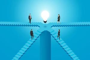 grupo de pessoas de negócios está subindo as escadas para a lâmpada. vetor