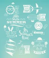 Elementos de design de férias de verão em fundo azul.