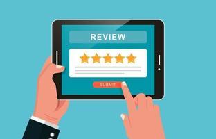 mão segurando o tablet e dando revisão ou feedback sobre o conceito do aplicativo. vetor
