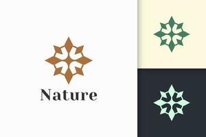 luxo e cuidados de beleza femininos ou logotipo cosmético em forma de flor vetor