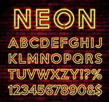 Alfabeto de néon brilhante no fundo da parede de tijolo escuro vetor