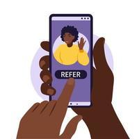 mãos segurando um smartphone com um perfil de mídia social de mulher africana. vetor