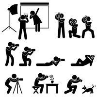 Pose do paparazzi do operador cinematográfico do fotógrafo que levanta o pictograma do sinal do símbolo do ícone.