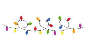 guirlanda multicolorida de lâmpadas brilhantes. natal, decoração de aniversário. ilustração em vetor plana isolada no fundo branco.