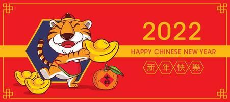 2022 cartão de feliz ano novo chinês. tigre bonito dos desenhos animados segurando um grande lingote de ouro. lingote de ouro e tangerina no chão com 2022 sabores de ano novo chinês vetor