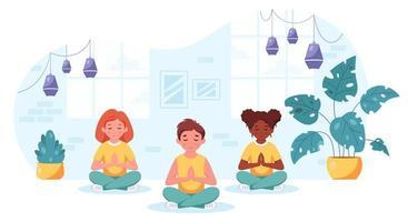 filhos de diferentes nacionalidades meditando na posição de lótus. ginástica, ioga e meditação para crianças. vetor