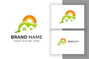 design de logotipo de casa eco. modelo de design de logotipo de energia solar sol vetor