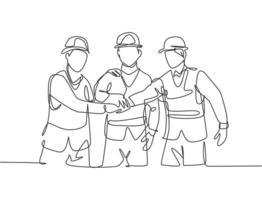 um desenho de linha do jovem construtor e arquiteto vestindo colete de construção e aperto de mão de capacete, juntando as mãos. grande conceito de trabalho em equipe. ilustração gráfica de vetor de desenho de linha contínua