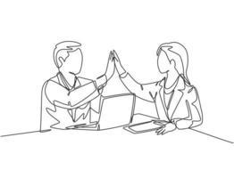 um desenho de linha de empresário e empresária comemorando seu objetivo sucessivo na reunião de negócios com gesto de mais cinco. conceito linha contínua desenhar ilustração vetorial de design gráfico vetor