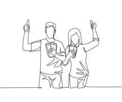 um desenho de linha do jovem casal feliz dando polegares para cima gesto e segurando pipoca pronta para assistir ao filme no teatro. conceito de entretenimento. ilustração em vetor desenho gráfico em linha contínua