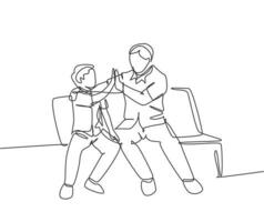 desenho de linha única de jovem pai feliz sentado relaxar no banco de madeira ao lado de seu filho e dando high fives gesto. conceito de família parental. ilustração em vetor gráfico desenho linha contínua