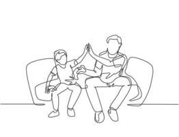 um único desenho linear de torcedores sentados no sofá assistindo ao jogo de seu clube de futebol americano favorito na televisão. conceito de clube de fãs. ilustração em vetor desenho desenho em linha contínua