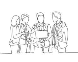 um desenho de linha contínua de um jovem gerente persuade uma pequena conversa com alguns trabalhadores enquanto segura um laptop no escritório. apresentação de negócios desenho de linha única desenho gráfico ilustração vetorial vetor