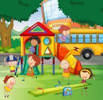 Crianças, tocando, em, a, escola, pátio recreio vetor