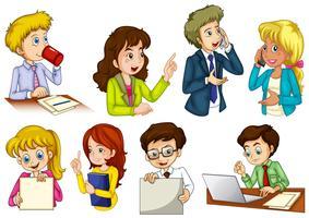 Pessoas diferentes trabalhando em um escritório vetor