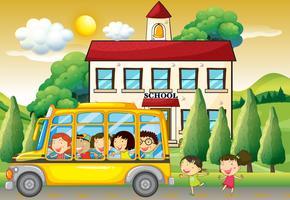 Alunos andando de ônibus escolar para a escola vetor