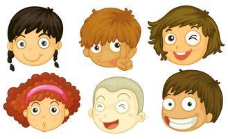 Seis cabeças de crianças diferentes vetor