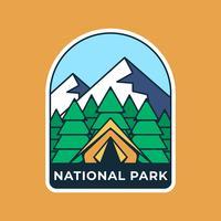 Molde retro do emblema do logotipo do acampamento da montanha vetor