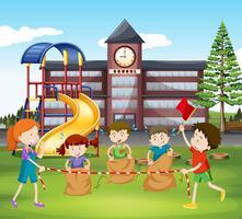 Crianças, pulos, sacolas, em, escola