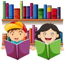 Menino e menina lendo livro na biblioteca vetor