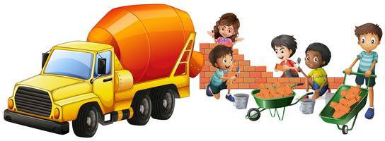 Caminhão betoneira e crianças colocando tijolos vetor