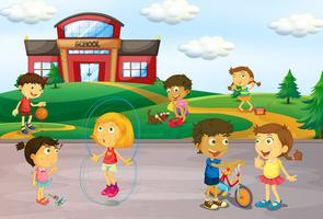 Crianças, tocando, infront, de, escola
